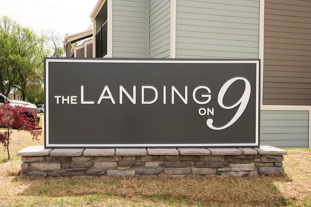 The Landing on 9 Logo